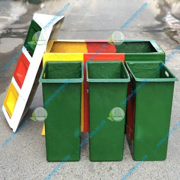 thùng rác có sọt rác bên trong