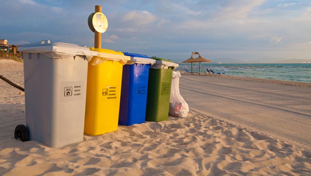 thùng rác bờ biển