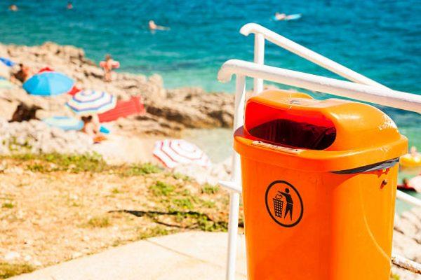 Thùng rác treo khung bãi biển