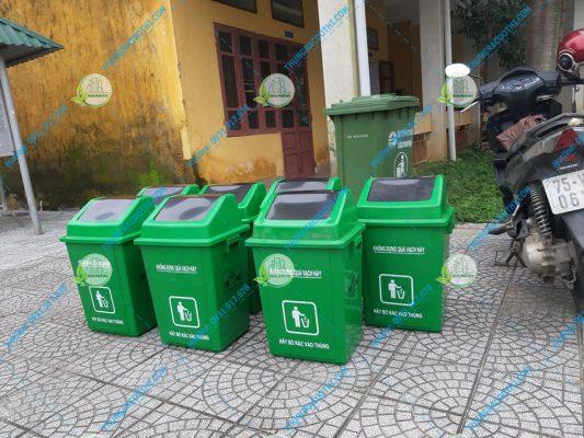 thùng rác nắp lật trường học