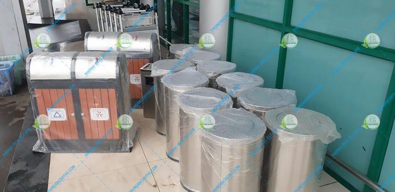 thùng đựng rác sân bay