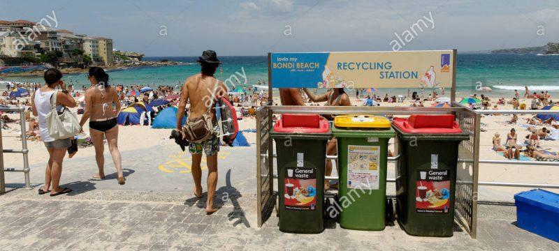thùng rác nhựa bờ biển