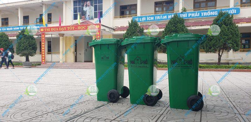 mua thùng rác cho nhà trường